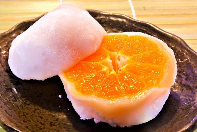 地元限定だけど薦めたい!「三浦屋菓子舗」のイチゴやみかんを丸々包んだ贅沢スイーツ大福