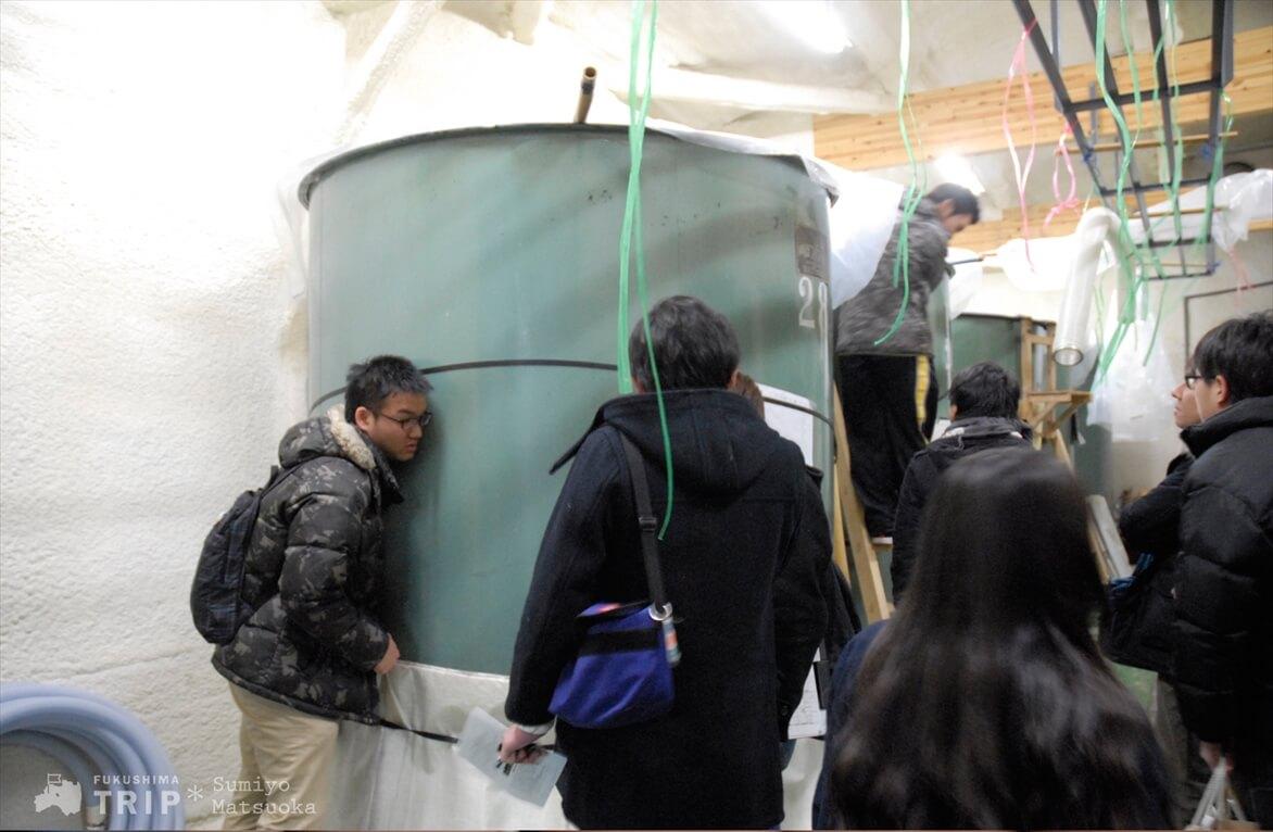 発酵音を確認する参加者