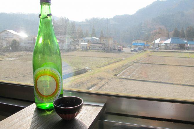 """日本酒持って電車でGO!? 只見線""""飲み鉄""""体験レポート"""