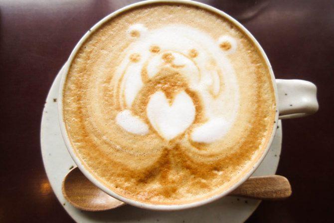 窓越しに自然を望みながらホっと一息。そんな願いが叶う「Kawaberry Cafe」