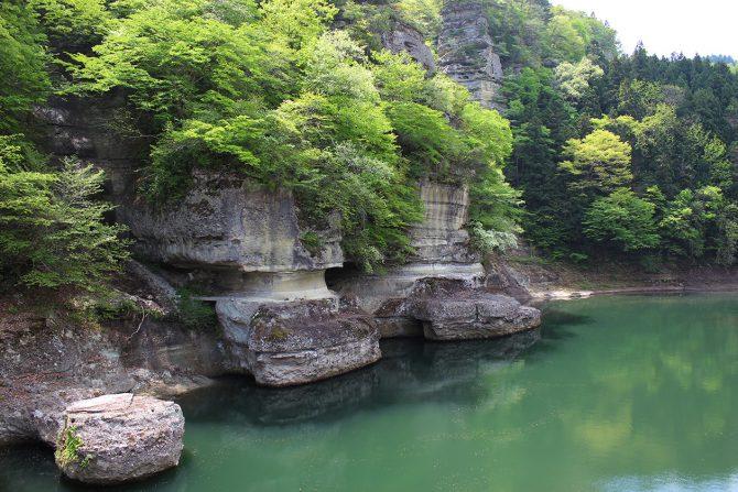 100万年の歳月を経て自然が作りだした造形物「塔のへつり」