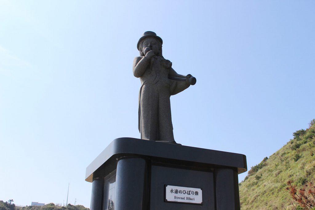 美空ひばりの銅像