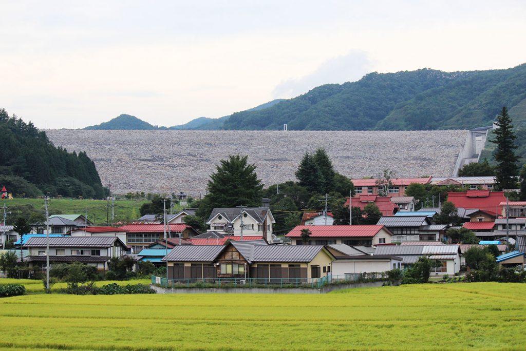 摺上川ダムの外観