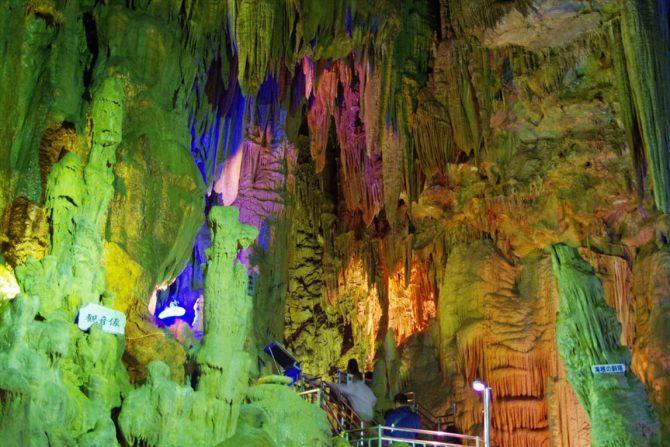 冒険心をくすぐる地底空間『あぶくま洞』で洞窟探検!