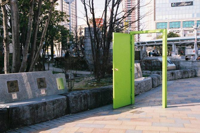 郡山駅にある「緑の扉」、人気J-POPグループGReeeeNが込めた想いとは